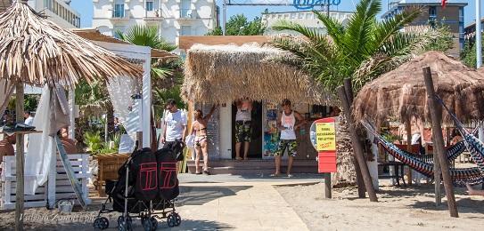 Spiaggia attrezzata bagno 81 no problem di rimini for Bagno 7 rimini